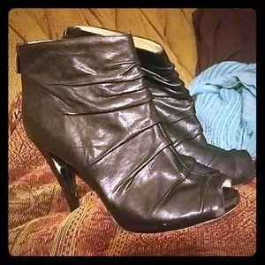 😍😍 Boutique 9 leather peep toe heels
